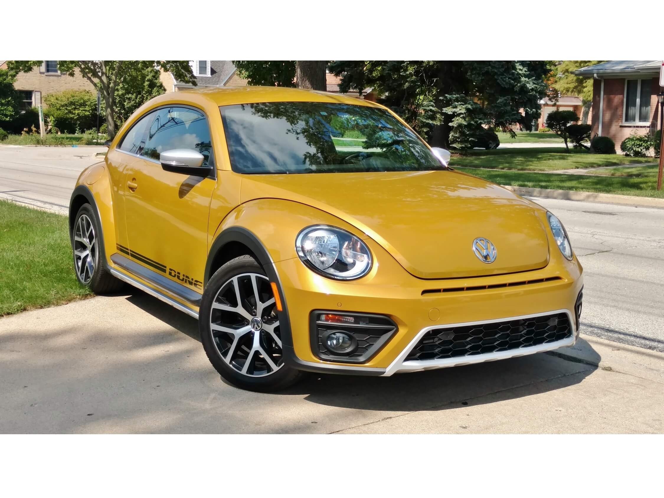 2018 Volkswagen Beetle Dune – Bottom Line Review | RoadBlazing